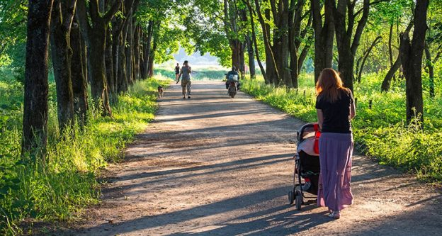 Five Tips for Choosing the Best Stroller featured image