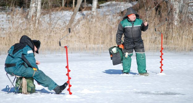 The Best Fish Finder For Ice Fishing: Full Reviews featured image